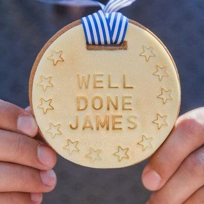 Vanilla biscuit medal gift uk
