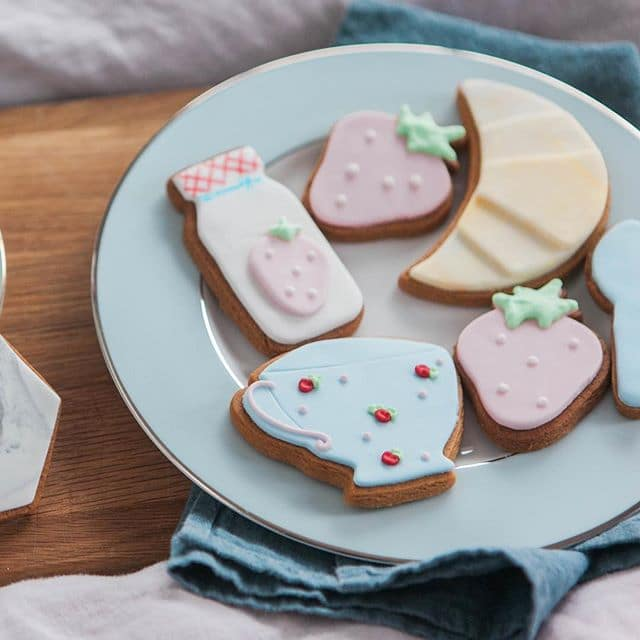 unique gift ideas, hand made gifts, biscuits by post
