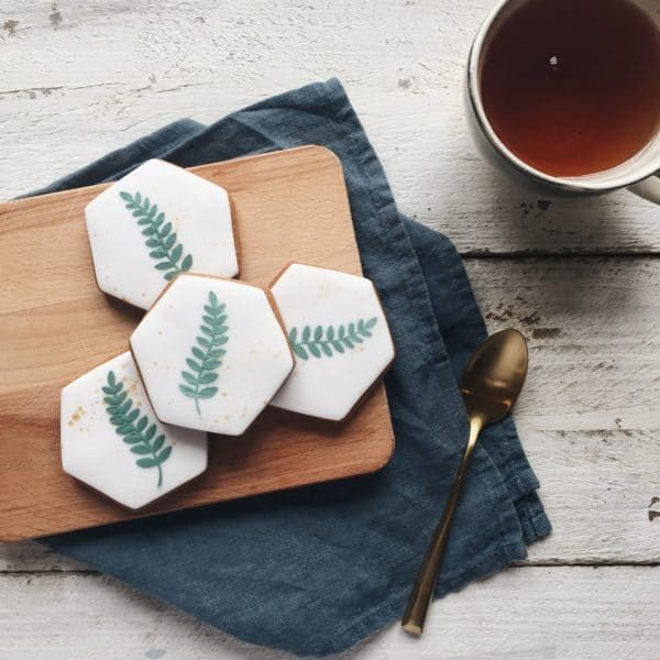 botanical cookies, wedding favour botanical cookies, leaf biscuits, green wedding favours, leaf wedding favours,