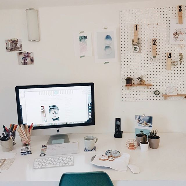 D e s k i e We're sharing photos of our work space in celebration of all the creative businesses out there who are redefining the working world. I've got an inspiration board behind my desk, and biscuits on it. Obvs.